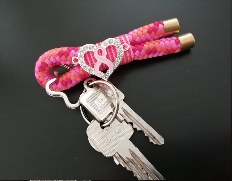 Schlüsselanhänger mit Brustkrebsschleife